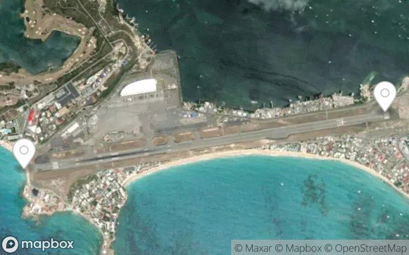 Maho Beach plane landing